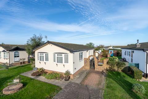 2 bedroom mobile home for sale - Millfarm Drive, Nyetimber, Bognor Regis, West Sussex. PO21 3UE