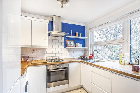 2 bedroom flat for sale - Larch Close, Balham