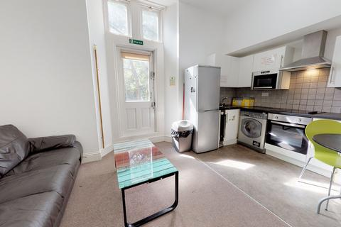 3 bedroom apartment to rent - Whitefield House, Flat 3