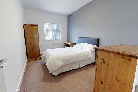 2 bedroom apartment to rent - Whitefield House, Flat 3