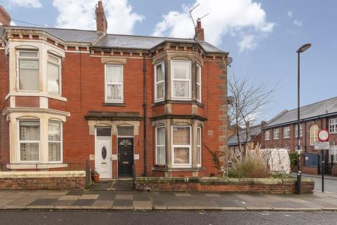 2 bedroom apartment for sale - Addycombe Terrace, Heaton, Newcastle upon Tyne