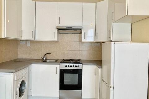 2 bedroom apartment - Clarence Road, Ponders End, Enfield, EN3