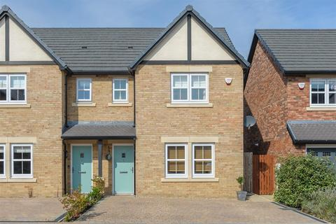 3 bedroom semi-detached house - Rosewood Close, North Shields