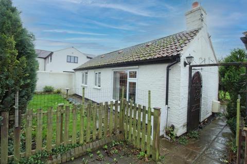 2 bedroom detached bungalow for sale - Mill Lane, Brandesburton, Driffield
