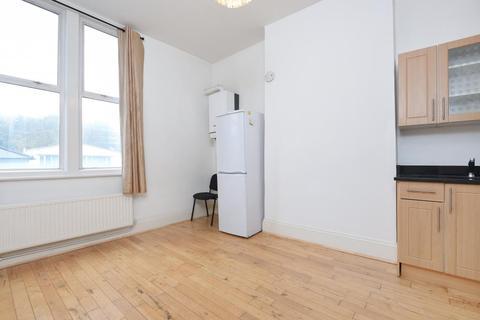 2 bedroom flat for sale - Archway Road,  Highgate,  London,  N6