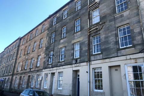 3 bedroom flat to rent - Parkside Street, Newington, Edinburgh, EH8 9RL