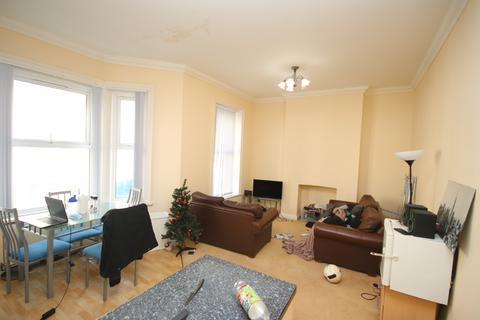 2 bedroom flat - Lansdowne Road BOURNEMOUTH