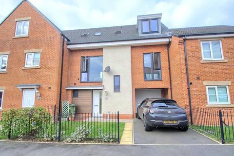 3 bedroom terraced house for sale - Leo Grove, Queensgate