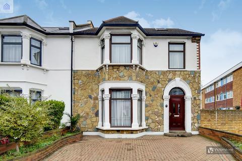 5 bedroom semi-detached house for sale - Douglas Road, Essex, IG3