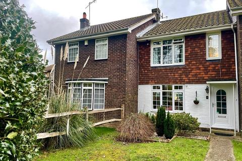 2 bedroom terraced house for sale - Strathmore Road, Ifield, Crawley, West Sussex. RH11 0NT
