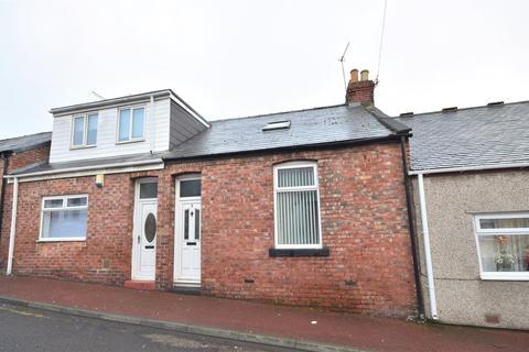 2 bedroom cottage - Kipling Street, Southwick, Sunderland