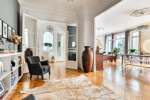 4 bedroom apartment - PARIS, 75016