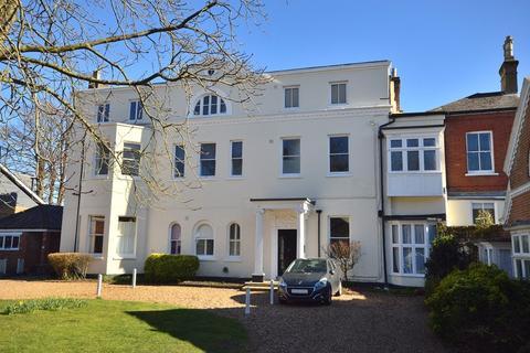 1 bedroom flat for sale - Woodcote Road, Epsom, Surrey. KT18 7QQ