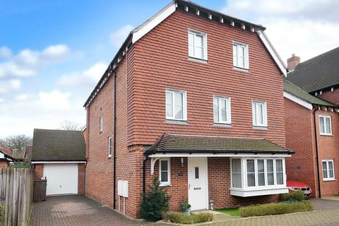 6 bedroom detached house for sale - Horley, RH6