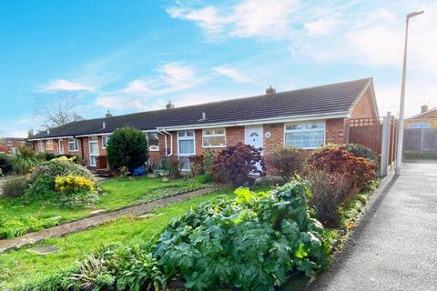 2 bedroom bungalow for sale - Chislet Walk, Rainham