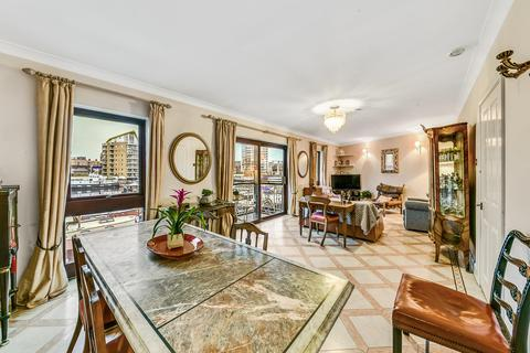 3 bedroom flat for sale - Goodhart Place, London, E14