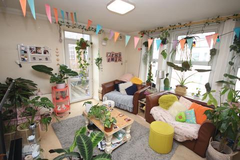 2 bedroom flat - Lansdowne Road BOURNEMOUTH