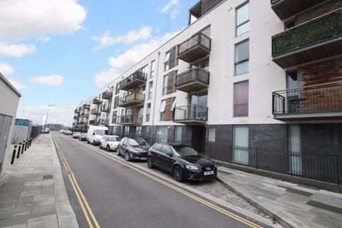 2 bedroom flat for sale - Brittany Street, Stonehouse, Plymouth. A simply gorgeous 2 double bedroomed first floor apartment with parking