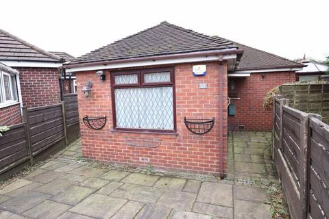 2 bedroom detached bungalow for sale - Spinney Mead, Macclesfield
