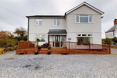 6 bedroom detached house - Amlwch Road, Benllech, Isle Of Anglesey