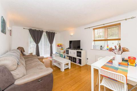 2 bedroom flat - Asquith House, Dunnymans Road, Banstead