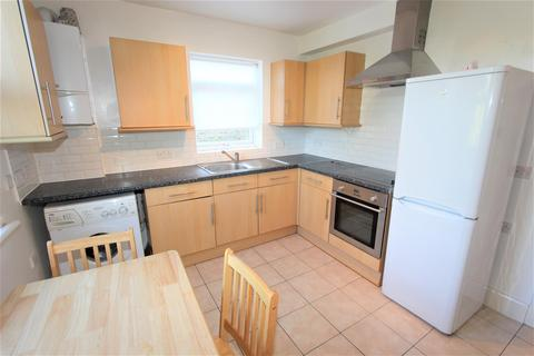 3 bedroom flat - Marlborough Road, Bowes Park, N22