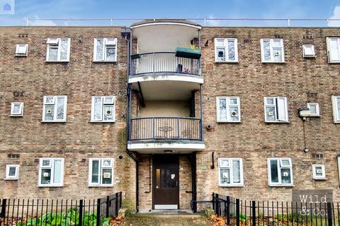 2 bedroom flat for sale - Prout Road, Hackney
