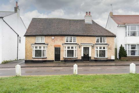 3 bedroom detached house to rent - Market Square, Toddington