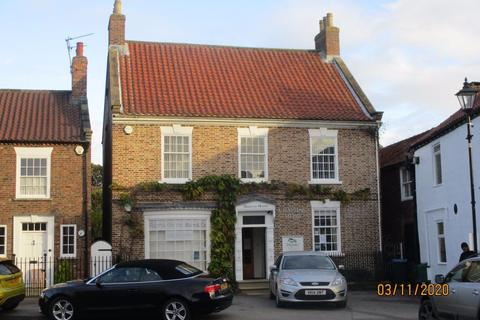 Property to rent - Market Place, Easingwold