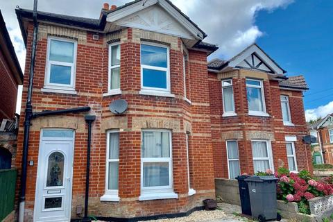 4 bedroom house to rent - FOUR DOUBLE BEDROOM HOUSE. WINTON