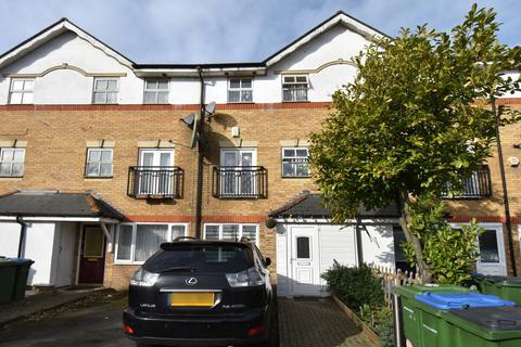 4 bedroom townhouse for sale - Lakeside Avenue London SE28
