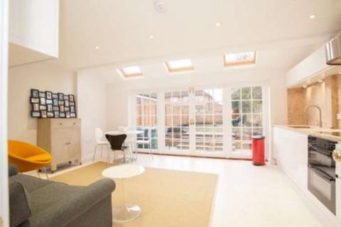 4 bedroom semi-detached house to rent - Valentia Road, Headington