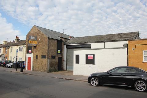 Industrial unit to rent - Junction Road, Croydon CR2
