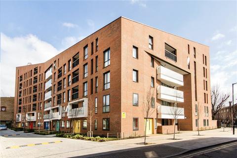 1 bedroom apartment - 8 Godfrey Place, London E2