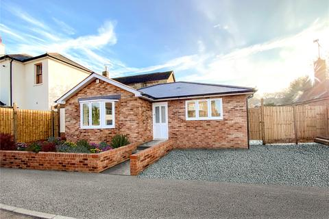 2 bedroom detached bungalow for sale - Firsgrove Road, Warley, Brentwood, Essex, CM14