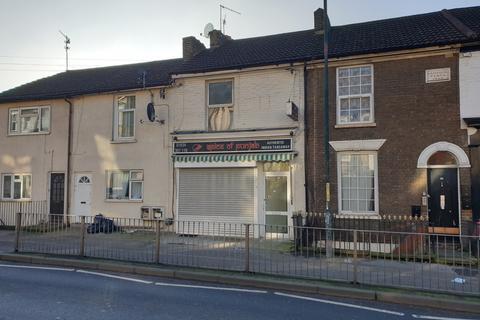 Studio to rent - Luton Road, Chatham, ME4