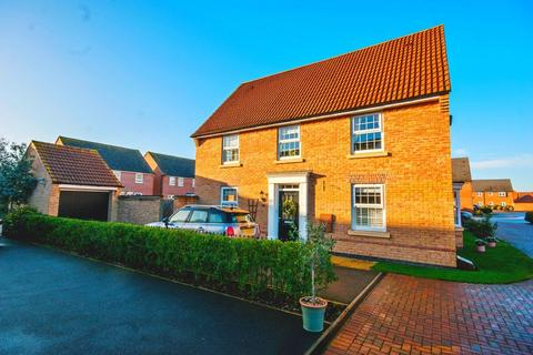 4 bedroom detached house - Livia Avenue, North Hykeham, Lincoln