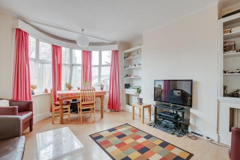 3 bedroom flat for sale - Kings Avenue, London