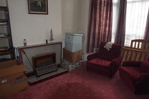 3 bedroom terraced house - Norman Avenue, N22