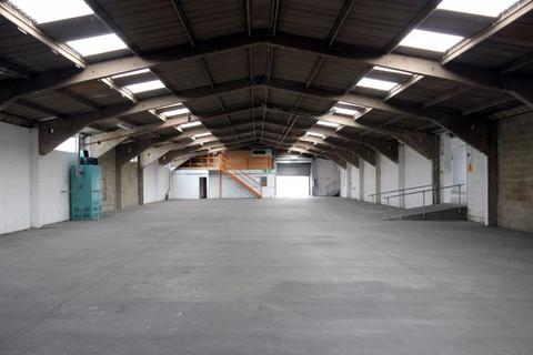 Industrial unit to rent - HIGH SPECIFICATION OFFICE / INDUSTRIAL BUILDING TO LET WITH GOOD ROAD LINKS