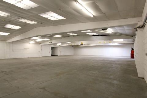 Industrial unit to rent - OFFICE / INDUSTRIAL BUILDING WITH PARKING TO LET WITH GOOD ROAD LINKS