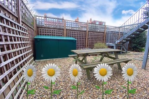3 bedroom apartment - Park Hill Court Beeches Road Tooting Bec SW17 7LX