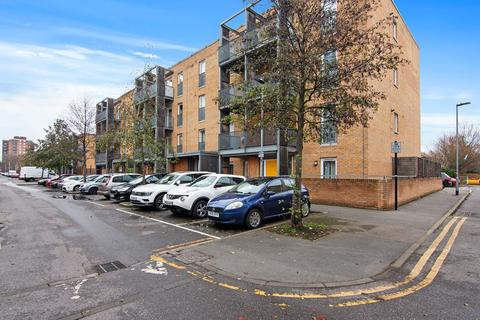1 bedroom ground floor flat for sale - Walton Road, Manor Park , London, E12