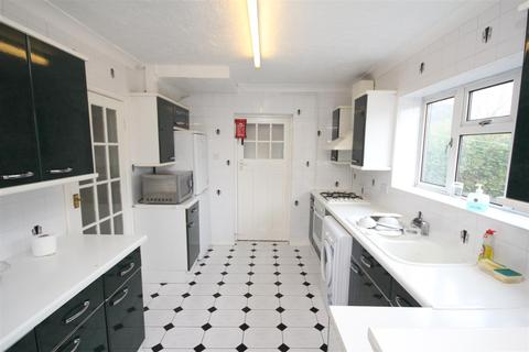 4 bedroom house to rent - Maple Grove, Guildford
