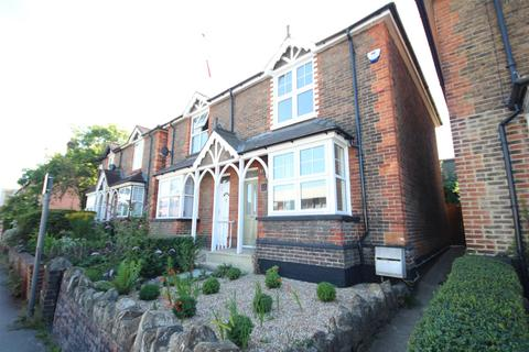 3 bedroom end of terrace house - Walnut Tree Close, Guildford