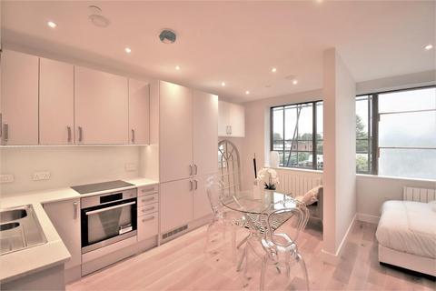 1 bedroom flat - High Street, Feltham
