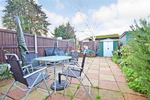 2 bedroom terraced house - Beaconsfield Road, Sittingbourne, Kent