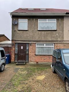 3 bedroom flat to rent - Hughenden Gardens, UB5
