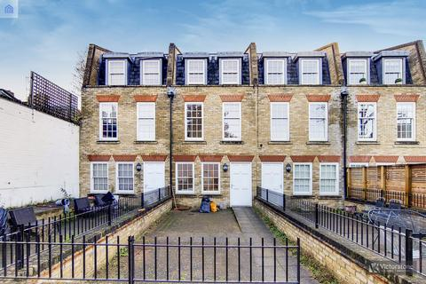 4 bedroom terraced house for sale - Montague Mews, Bow, E3