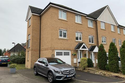 3 bedroom townhouse to rent - Pascal Crescent, Shinfield, Reading